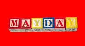 Der Phrase Maitag angezeigt auf einem roten Hintergrund Stockfoto