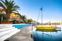 Der pictursque Hafen von Sitia, Kreta, Griechenland bei Sonnenuntergang Sitia ist eine traditionelle Stadt beim Ost-Kreta Lizenzfreie Stockbilder