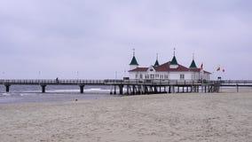 Der Pier des historischen Kaiserbad Ahlbeck stock video