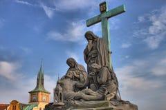 Der Pieta auf Charles Bridge in Prag stockbilder