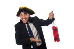 Der Pirat im schwarzen Anzug, der Bombe lokalisiert auf Weiß hält lizenzfreies stockbild
