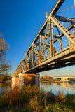 Der Po-Ansicht unter die Brücke auf Herbst lizenzfreie stockfotografie