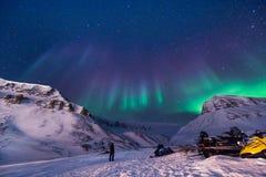 Der polare arktische Nordlicht-aurora borealis-Himmelstern in Norwegen Svalbard im Longyearbyen-Stadtberg Stockfotos