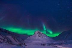 Der polare arktische Nordlicht-aurora borealis-Himmelstern in Norwegen Svalbard im Longyearbyen-Stadtberg Lizenzfreies Stockfoto