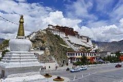 Der Potala Palast in Tibet lizenzfreies stockbild