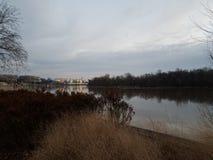 Der Potomac und Kennedy Center im Washington DC stockbild