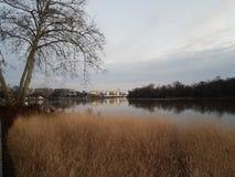 Der Potomac und Kennedy Center im Washington DC stockfotos