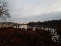 Der Potomac und Kennedy Center im Washington DC stockbilder