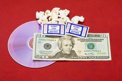 Der Preis eines Films und des Popcorns Stockbild