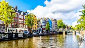 Der Prinsengracht Prinz Canal am Kanal Leliegracht Lelie mit seinen vielen historischen Häusern in der Mitte von Amsterdam lizenzfreie stockbilder