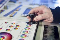 Der Prozess der Offsetdruck- und Farbkorrektur Lizenzfreies Stockfoto