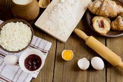 Der Prozess des Kochens in der Küche Lizenzfreies Stockfoto