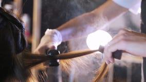 Der Prozess der Haarwiederherstellung im Schönheitssalon stock video footage