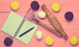 Der Prozess der Herstellung von Schokoladenplätzchen, Makronen stockbilder