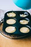 Der Prozess der Zubereitung von Yorkshire-Puddings Lizenzfreies Stockbild