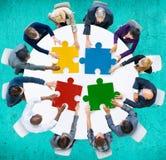 Der Puzzle-Geschäftsleute Zusammenarbeits-Team Concept Lizenzfreie Stockfotos