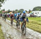 Der Radfahrer Mathew Hayman auf einer Cobbled Straße - Tour de France 201 Stockfotografie