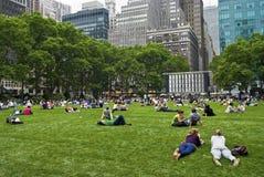 Der Rasenbryant-Park Lizenzfreie Stockfotos