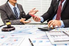 Der Rat von Rechtsanwälten und von Bankern lizenzfreie stockbilder