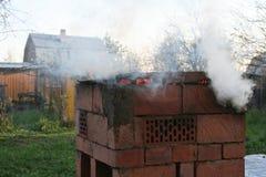 Der Rauch vom Grill Stockbild