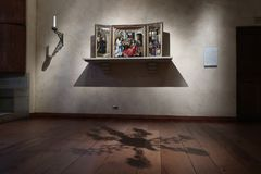 Der Raum in den getroffenen Klöstern stockfotos