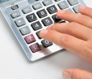 Der Rechner und eine Hand des Mannes Stockbilder