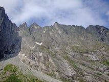 Der rechte Abschnitt der Schleppangel-Wand Trolltind in Norwegen- - Europa-` s nur vertikale Meile von stein- größtenteils überhä lizenzfreie stockfotos