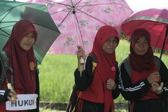 An der Regenschirmaktion gedenkenden dem Tag Lehrer lizenzfreie stockfotografie