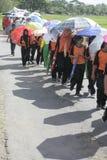 An der Regenschirmaktion gedenkenden dem Tag Lehrer stockbild