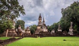 Der 7 Reihen Chedi-Tempel-Si satchanalai historische Park, Sukhothai Lizenzfreies Stockfoto