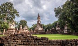 Der 7 Reihen Chedi-Tempel-Si satchanalai historische Park, Sukhothai Stockfotos