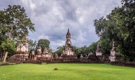 Der 7 Reihen Chedi-Tempel-Si satchanalai historische Park, Sukhothai Lizenzfreie Stockbilder
