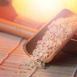 Der Reis auf der kleinen Abtropfplatte, Chinese entwirft, schönes orange Licht Stockfoto