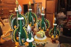 Der Reis, der für adelnde Paraderelikte des Buddhas anbietet Lizenzfreie Stockbilder