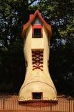 Der riesige Schuh Stockfoto
