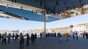 Der riesige Spiegel am alten Hafen von Marseille Lizenzfreie Stockbilder