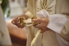 Der Ritus der christlichen Taufe Stockfotos