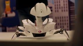 Der Robotermondvagabund zeigt Bewegung Moderne Robotertechnologien Künstliche Intelligenz Kybernetische Systeme stock video footage