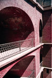 Der rote Außen Ziegelstein wölbte Wände am Fort-Punkt stockfotos