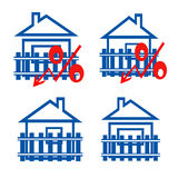 Der rote Ausweis von Zinsen auf den Hintergrund von Häusern Lizenzfreies Stockfoto