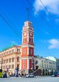 Der rote Turm in St Petersburg Stockbilder