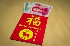 Der rote Umschlag oder das Hong-bao wird für das Geben des Geldes während des Chinesischen Neujahrsfests in China und in Taiwan v Lizenzfreies Stockfoto