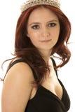 Der roten nahes Schauen Haar-Krone der Frau Lizenzfreie Stockfotografie