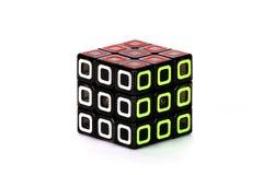 Der Rubik-` s Würfel auf dem weißen Hintergrund Die Weise von sollution Stockfotos