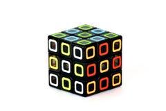 Der Rubik-` s Würfel auf dem weißen Hintergrund E Der Rubik-` s Würfel auf dem weißen Hintergrund E Stockbild