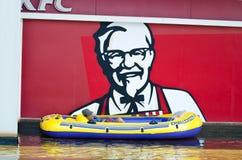 Der Rudersportbootsrest des alten Mannes auf den Seitenanzeigen. stockbilder