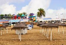 Der ruhige Strand im November in Marbella Andalusien Spanien Lizenzfreie Stockfotos