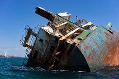 Der Rumpf des ruinierten Schiffs stockfotografie