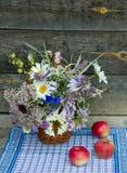 der rustikale Blumenstrauß Lizenzfreie Stockfotografie