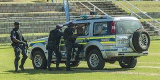 Der südafrikanische Polizeidienst - taktisches Warteteam Sowetos Stockfoto